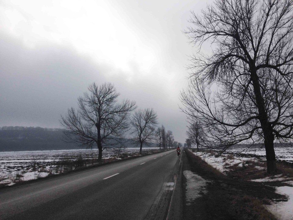 Zimno, wietrznie iszaro-buro