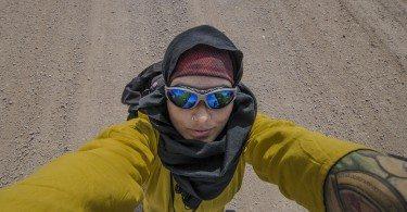Autoportret Anity Demianowicz wykonany w Iranie na pustyni