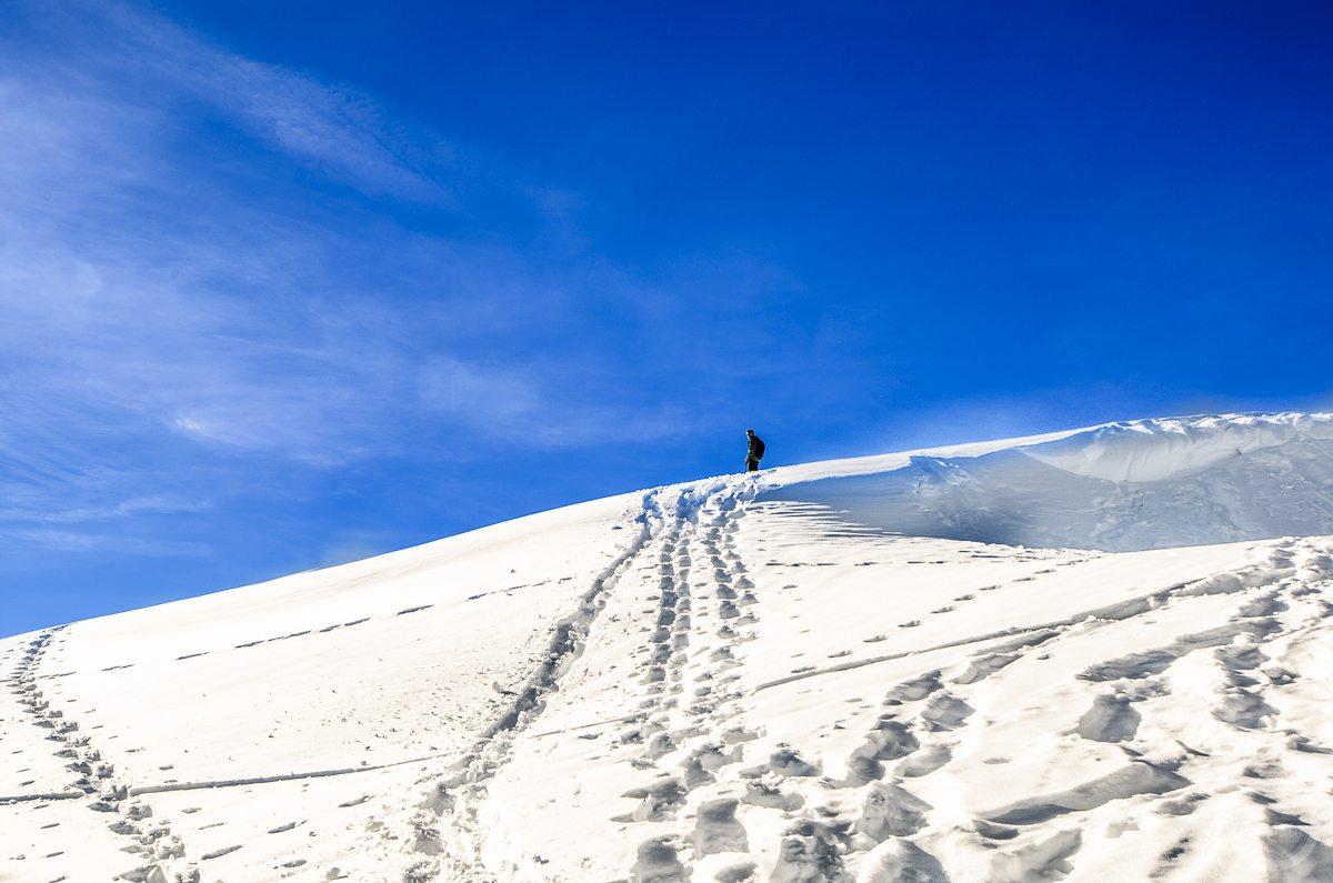 Postać naszczycie góry. Lombachalp, Szwajcaria