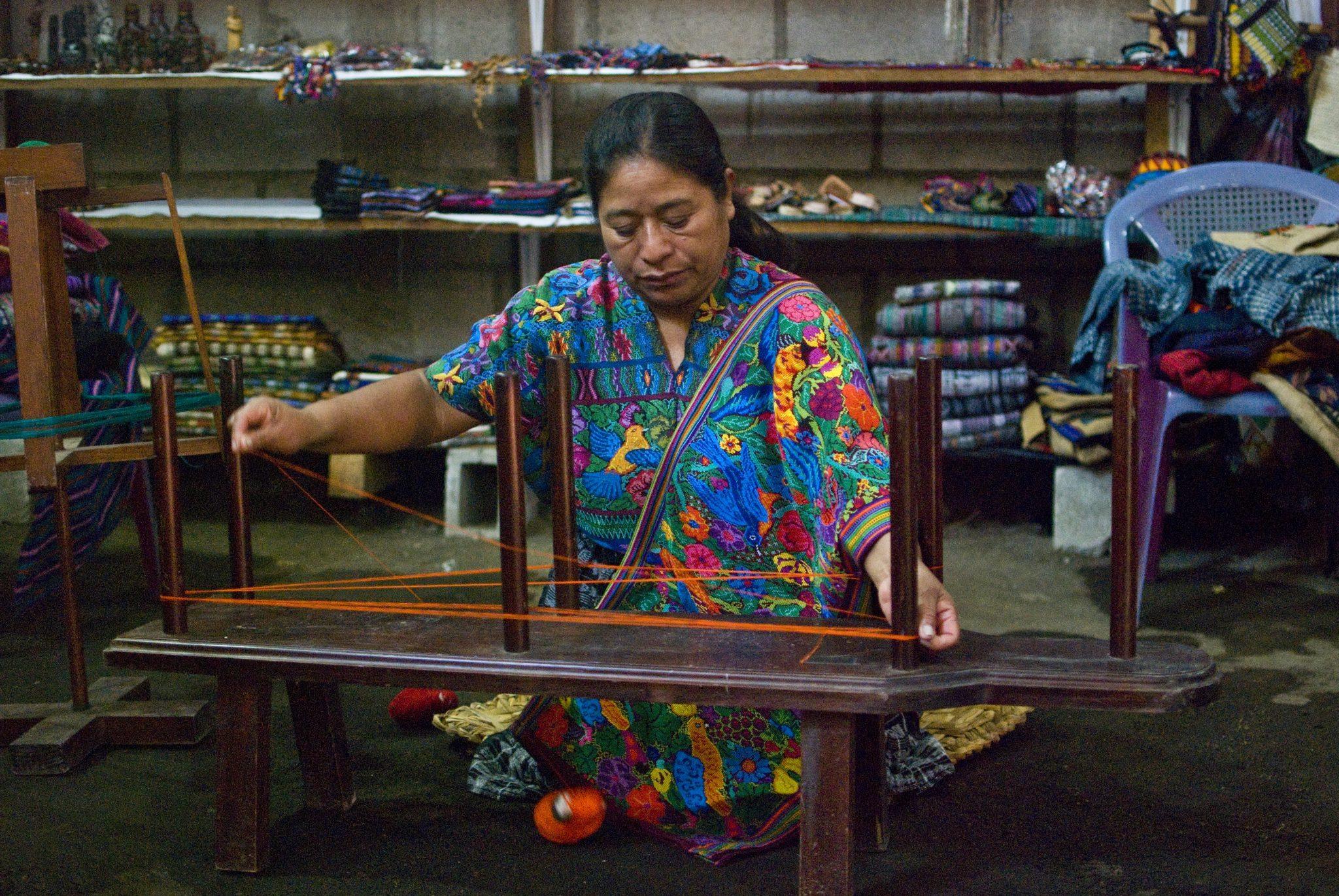 Wizyta wtradycyjnej gwatemalskiej tkalni podczas szkolenj wycieczki