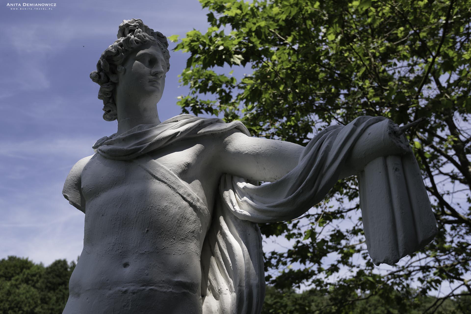 Rzeźba Apolla w parku w Machern