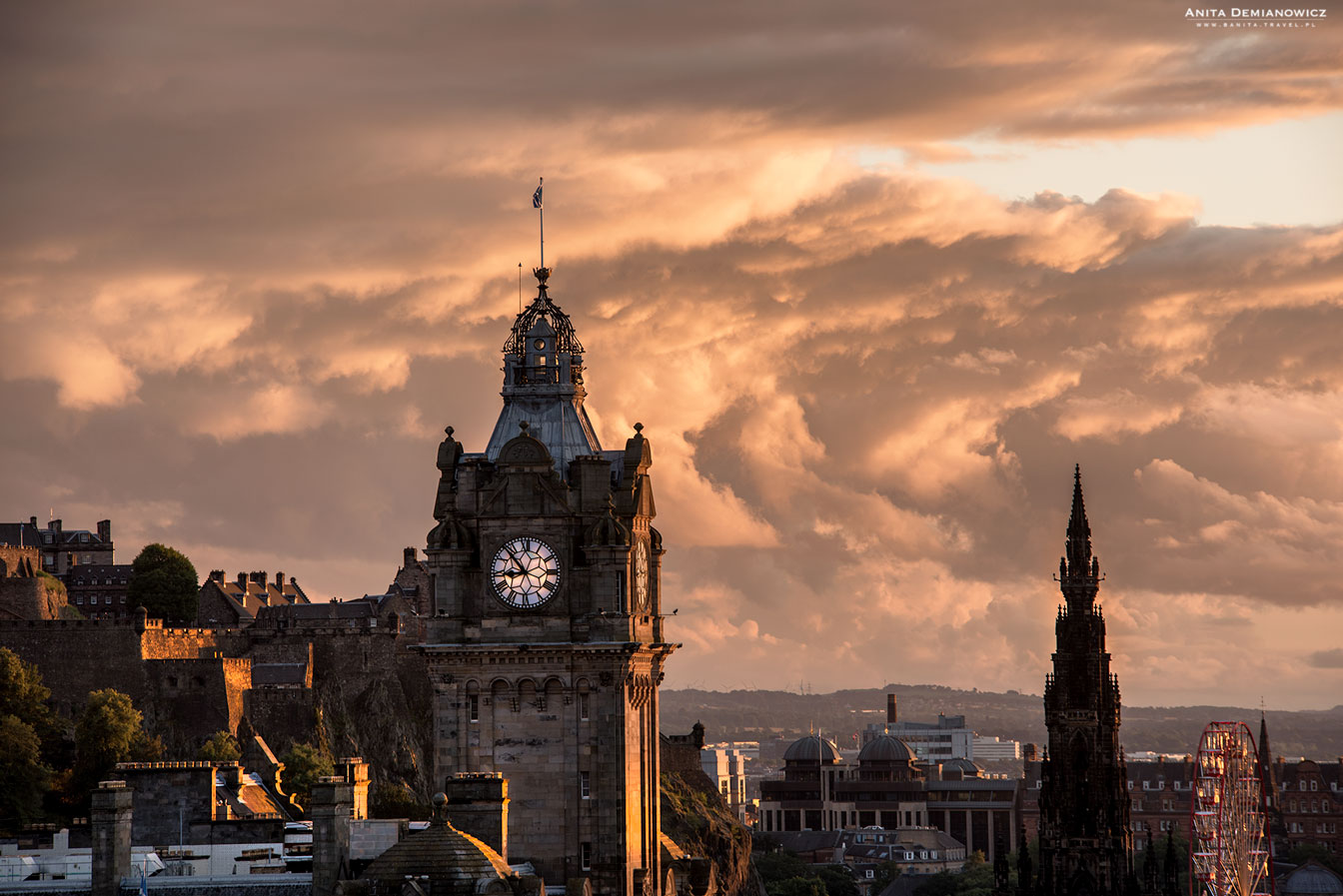Zachód słońca zArthur's Seat, Edynburg, Szkocja