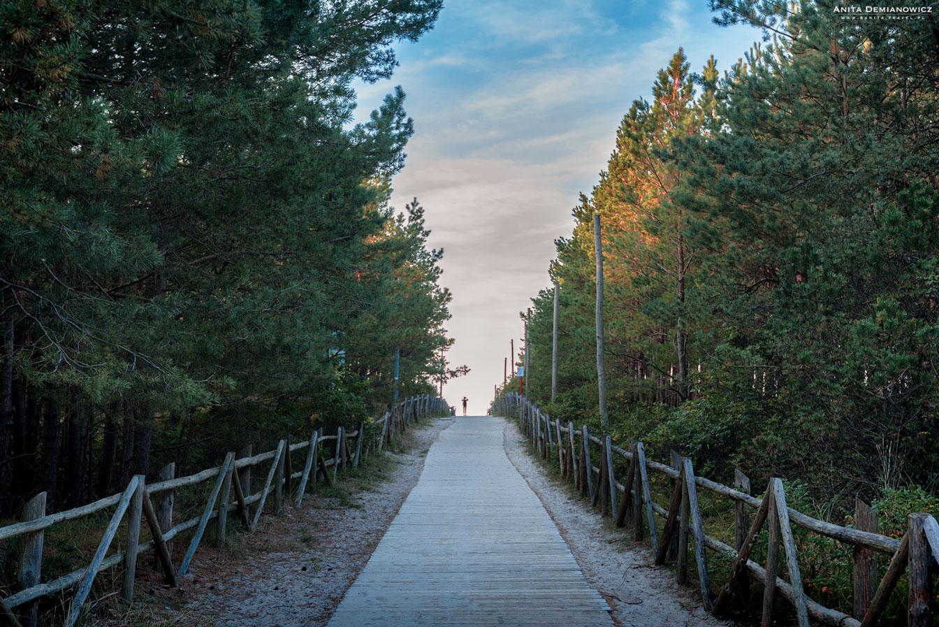 Wejście-na-plaże-w-Białogórzę