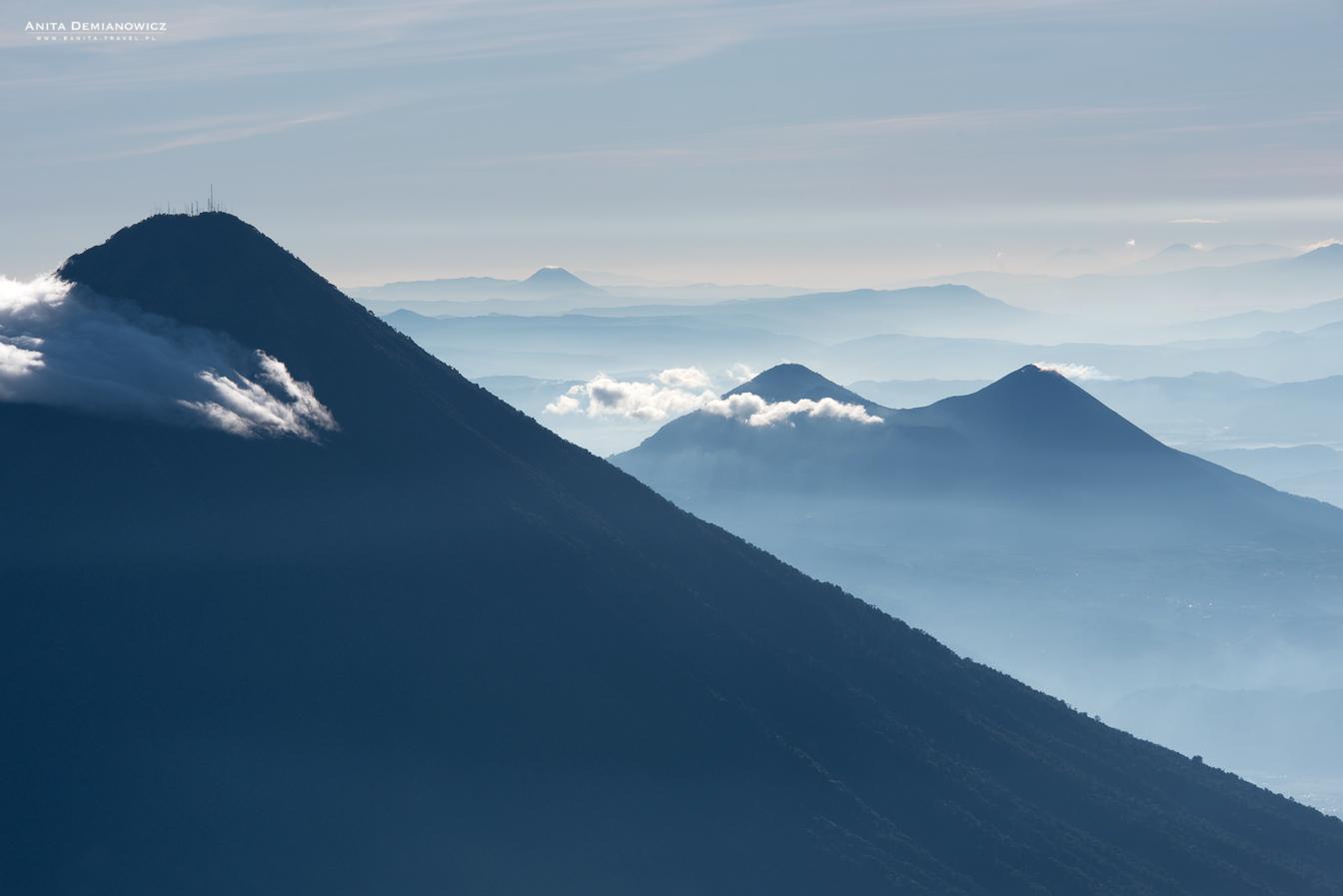 Widok zeszczytu wulkanu Acatenango