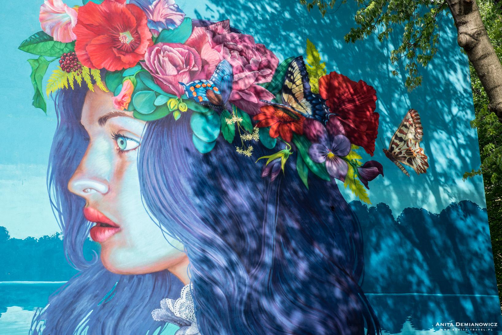 Mural odwołujący się doNocy Świętojańskiej autorstwa Natalii Rak